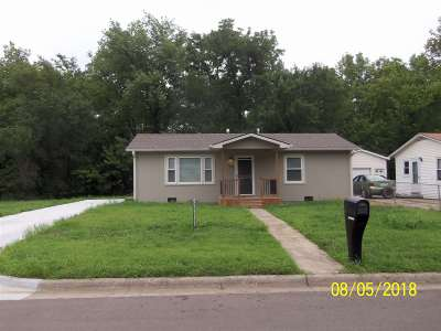 Single Family Home For Sale: 1409 Custer Road