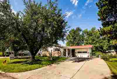 Single Family Home For Sale: 1108 Crest Hill Drive