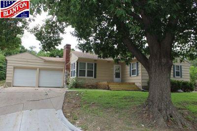 Manhattan Single Family Home For Sale: 529 Edgerton Avenue