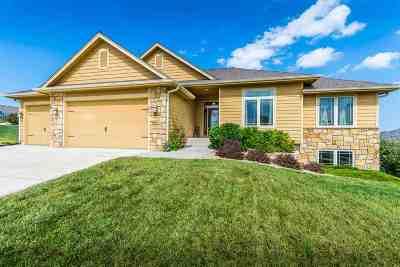 Manhattan Single Family Home For Sale: 817 Locharno Drive