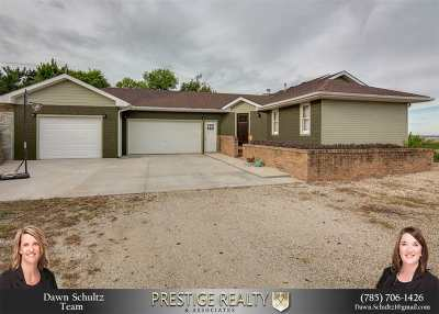 Wamego Single Family Home For Sale: 27596 Wells Creek Road Road