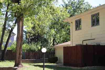 Manhattan Single Family Home For Sale: 1604 Woodoak Court