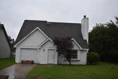Manhattan Single Family Home For Sale: 3202 Valleywood Drive