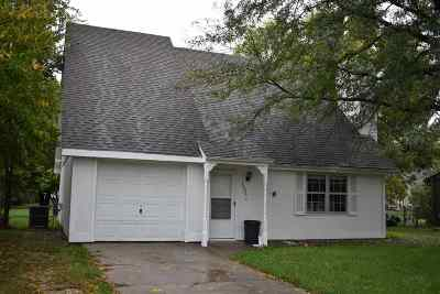 Manhattan Single Family Home For Sale: 3302 Valleywood Drive