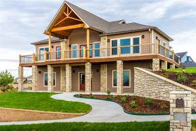 Manhattan Single Family Home For Sale: 2216 Woodridge Drive