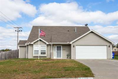 Junction City Single Family Home For Sale: 2718 Blaine Ct