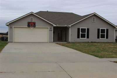 Junction City Single Family Home For Sale: 2006 Thompson Drive
