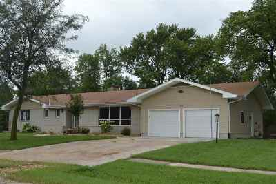 Hope KS Single Family Home For Sale: $127,900