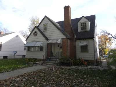 Single Family Home For Sale: 712 Vine
