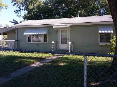 Junction City Single Family Home For Sale: 1208 Pershing Drive