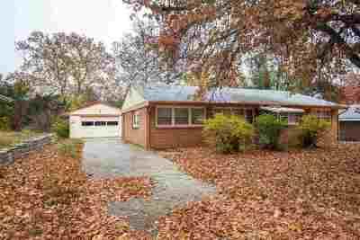 Manhattan Single Family Home For Sale: 1712 Vaughn Drive