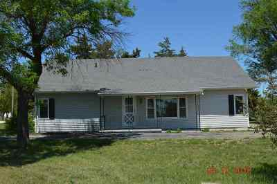 Herington Single Family Home For Sale: 102 N 16th Street