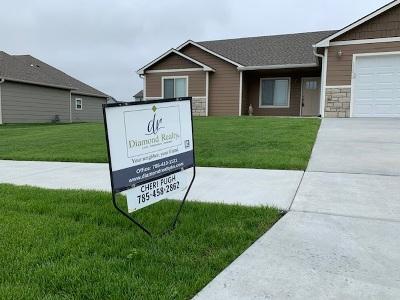 Single Family Home For Sale: 17373 Meadowlark Lane