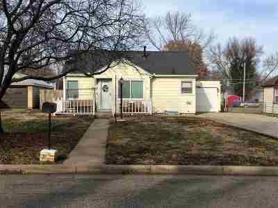 Junction City Single Family Home For Sale: 420 W Elm Street