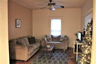 Manhattan KS Single Family Home For Sale: $145,000