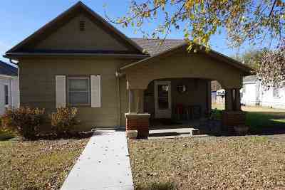 Herington Single Family Home For Sale: 515 S A Street