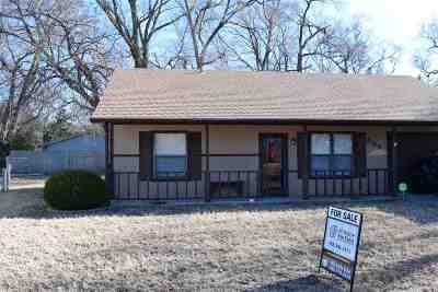 Manhattan Single Family Home For Sale: 809 Glenstone Circle