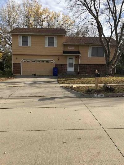 Single Family Home For Sale: 309 Robin Hood Drive