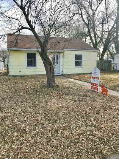 Junction City Single Family Home For Sale: 831 Garfield Street