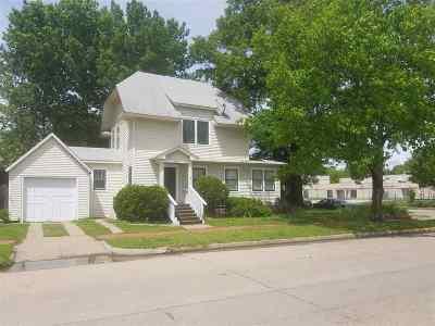 Manhattan Single Family Home For Sale: 601 Leavenworth St.