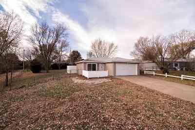 Riley County Single Family Home For Sale: 302 Appaloosa Trail