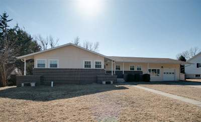 Junction City Single Family Home For Sale: 911 Meadow Lane