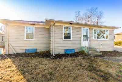 Manhattan Single Family Home For Sale: 535 Edgerton Avenue