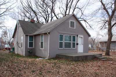 Clay Center Single Family Home For Sale: 215 West Court