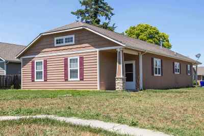 Single Family Home For Sale: 702 W 14th Street