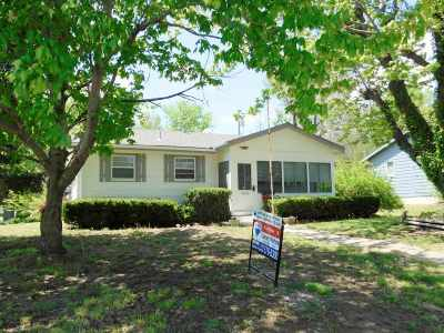 Junction City Single Family Home For Sale: 1302 Johnson Drive