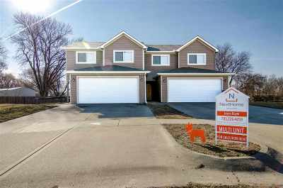 Single Family Home For Sale: 823-825 Whitetail Court