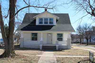 Abilene Single Family Home For Sale: 400 NE 7th Street