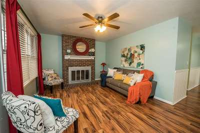 Manhattan Single Family Home For Sale: 1135 Village Drive