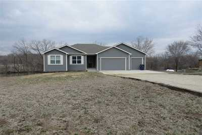 Wamego Single Family Home For Sale: 5766 Edgewater Road