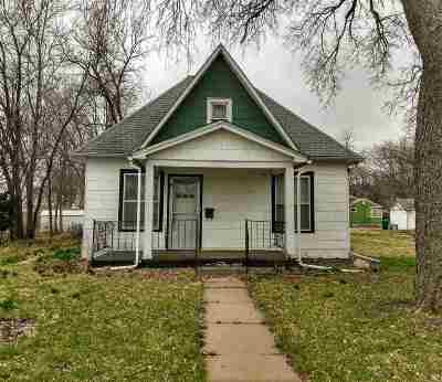 Riley County Single Family Home For Sale: 323 Thurston Street