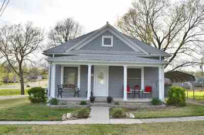 Wakefield Single Family Home For Sale: 603 Dogwood Street