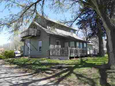 Maple Hill KS Single Family Home For Sale: $205,000