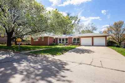 Manhattan Single Family Home For Sale: 1111 Pioneer Lane