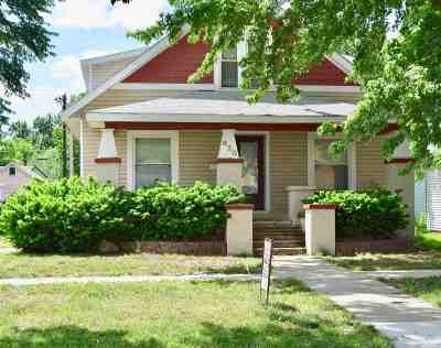 Clay Center Single Family Home For Sale: 820 Dexter