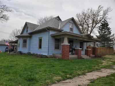 Herington Single Family Home For Sale: 1001 W Walnut Street