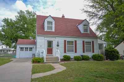 Junction City Single Family Home For Sale: 704 W Chestnut