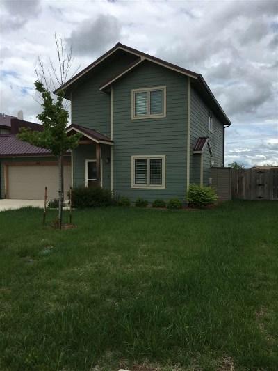 Manhattan Single Family Home For Sale: 308 Highland Grove