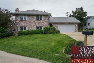 Riley County Single Family Home For Sale: 2000 Somerset
