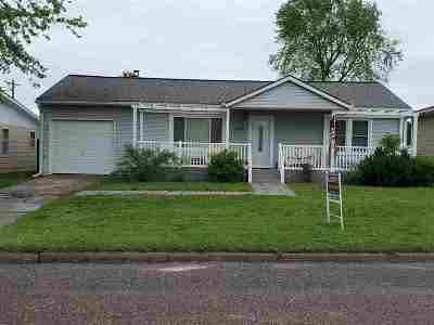Herington Single Family Home For Sale: 220 E Franklynn
