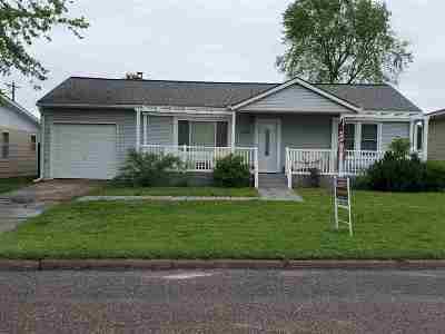 Dickinson County Single Family Home For Sale: 220 E Franklynn