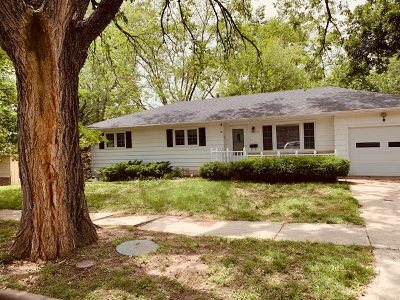 Wamego Single Family Home For Sale: 505 Spruce St.