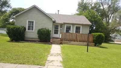 Herington Single Family Home For Sale: 7 S E Street