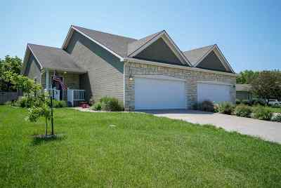 Manhattan Single Family Home For Sale: 3907 Golden Eagle Drive