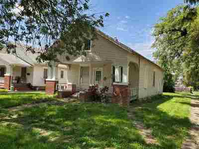 Herington Single Family Home For Sale: 902 W Walnut