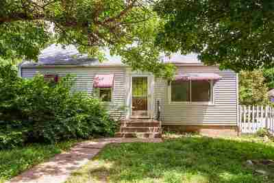 Riley County Single Family Home For Sale: 210 N Delaware Avenue
